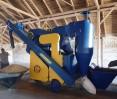 Зерноочиститель ОВС-25ЦБ имеет циклон и бункер для загрузки зерна прямо из прицепа